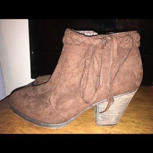 Shoes - Super cuter dark brown ankle boot heels 👠